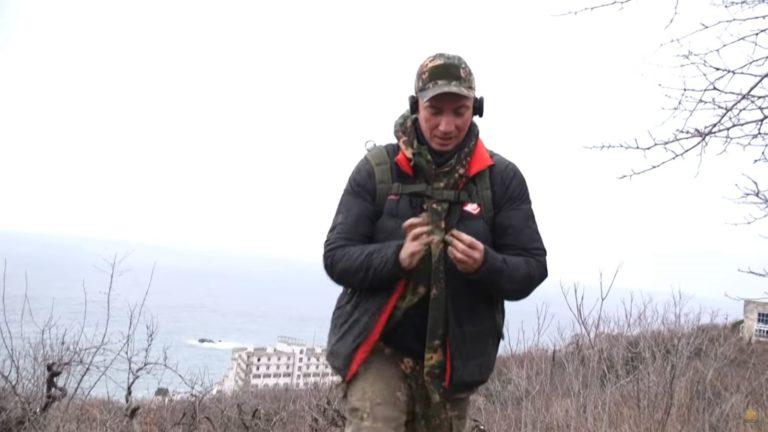 Серый Копатель снимает видео в Крыму