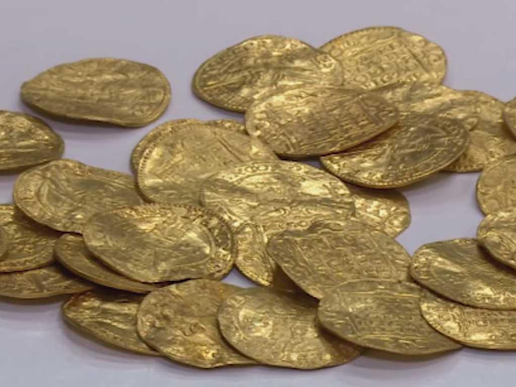 Топ-10 нереальных кладов! Золотая корона, тонны золота и редкие монеты!