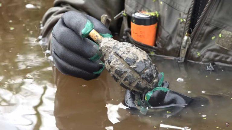 Поисковики из отряда Юрий Гагарин нашли гранату лимонку.