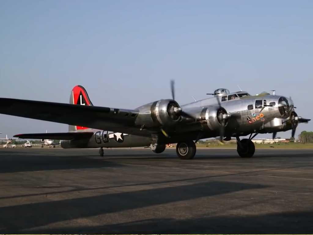 B-17 летающие крепости — чудеса живучести американских самолетов