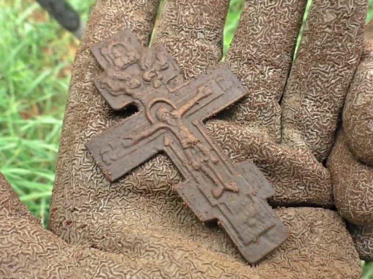 Дмитрий Мусихин нашел на копе крест