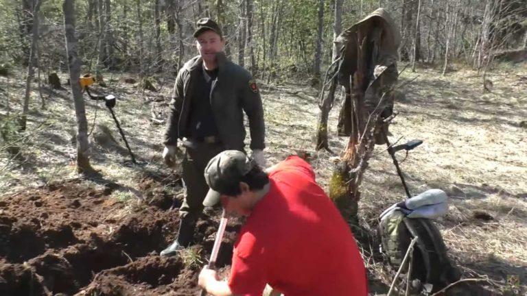 Юрий и Ринат из команды Гельмута Вайссвальда усердно копают по войне