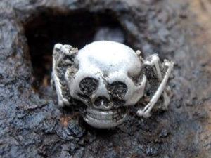 Раскопки черных копателей на полях ВОВ
